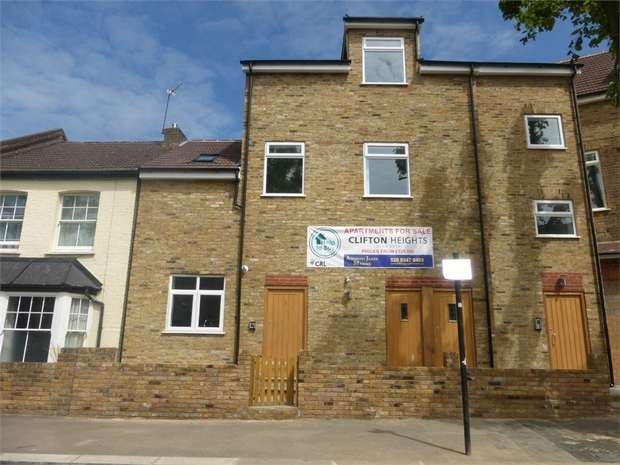 3 Bedrooms Flat for sale in Clifton Road, Isleworth, London