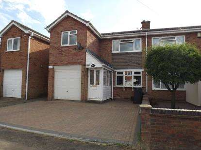 3 Bedrooms Semi Detached House for sale in Cottage Road, Sandy, Bedfordshire