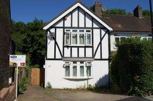 3 Bedrooms Semi Detached House for sale in Reddown Road, Coulsdon, Surrey