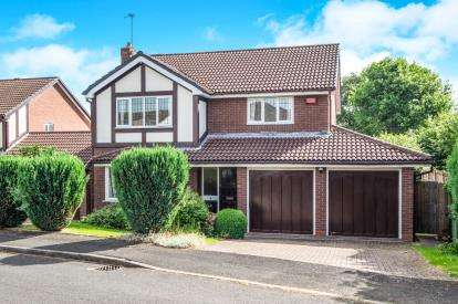 4 Bedrooms Detached House for sale in Hollington Way, Shirley, Solihull, West Midlands