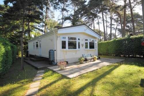 2 Bedrooms Detached House for sale in Drakes Road, Lone Pine Park, Ferndown