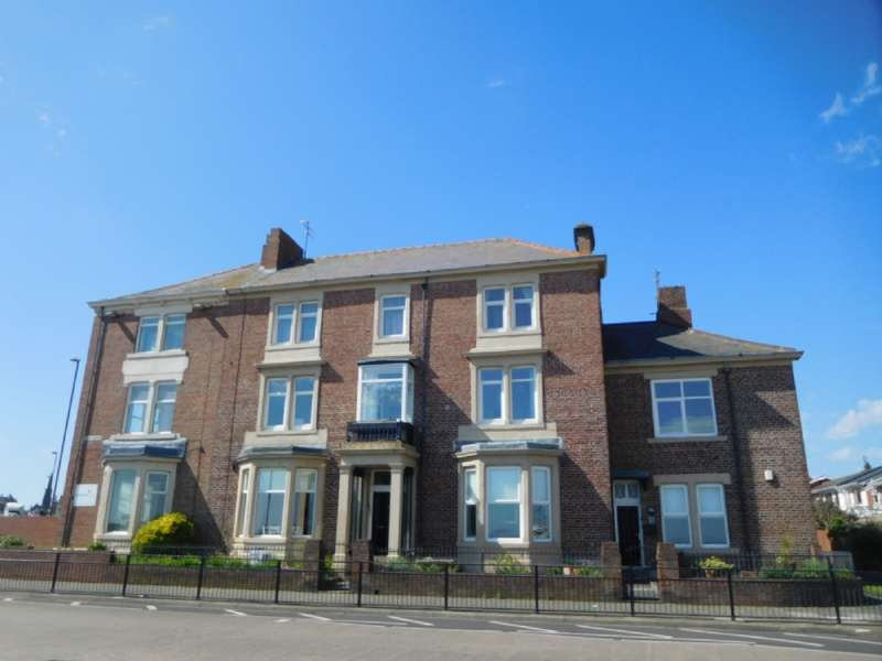 2 Bedrooms Flat for rent in Grand Parade, Tynemouth, NE30 4JS **LUXURY HOLIDAY LET APARTMENT**