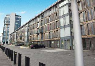 2 Bedrooms Flat for sale in The Wharf, Dock Head Road, Chatham, Kent