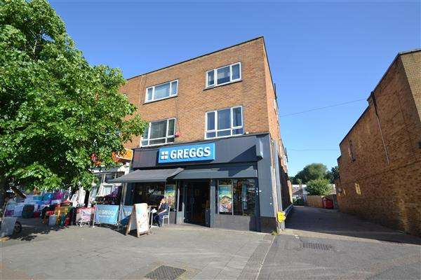 2 Bedrooms Apartment Flat for sale in Staines Road, Bedfont