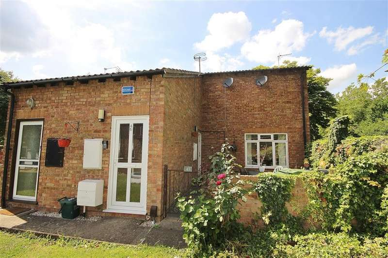 2 Bedrooms Flat for sale in Sadlers Court, Abingdon-on-Thames, OX14