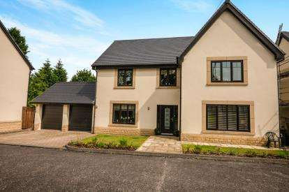5 Bedrooms Detached House for sale in Kinnaird Gardens, Buxton, Derbyshire, High Peak