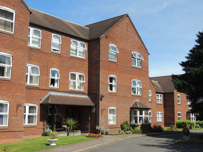 2 Bedrooms Flat for sale in Downing Close, Knowle, Solihull