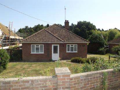 3 Bedrooms Bungalow for sale in Holbrook, Ipswich, Suffolk