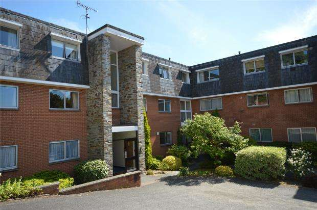 2 Bedrooms Flat for sale in Woodbury Court, Cranford Avenue, Exmouth, Devon