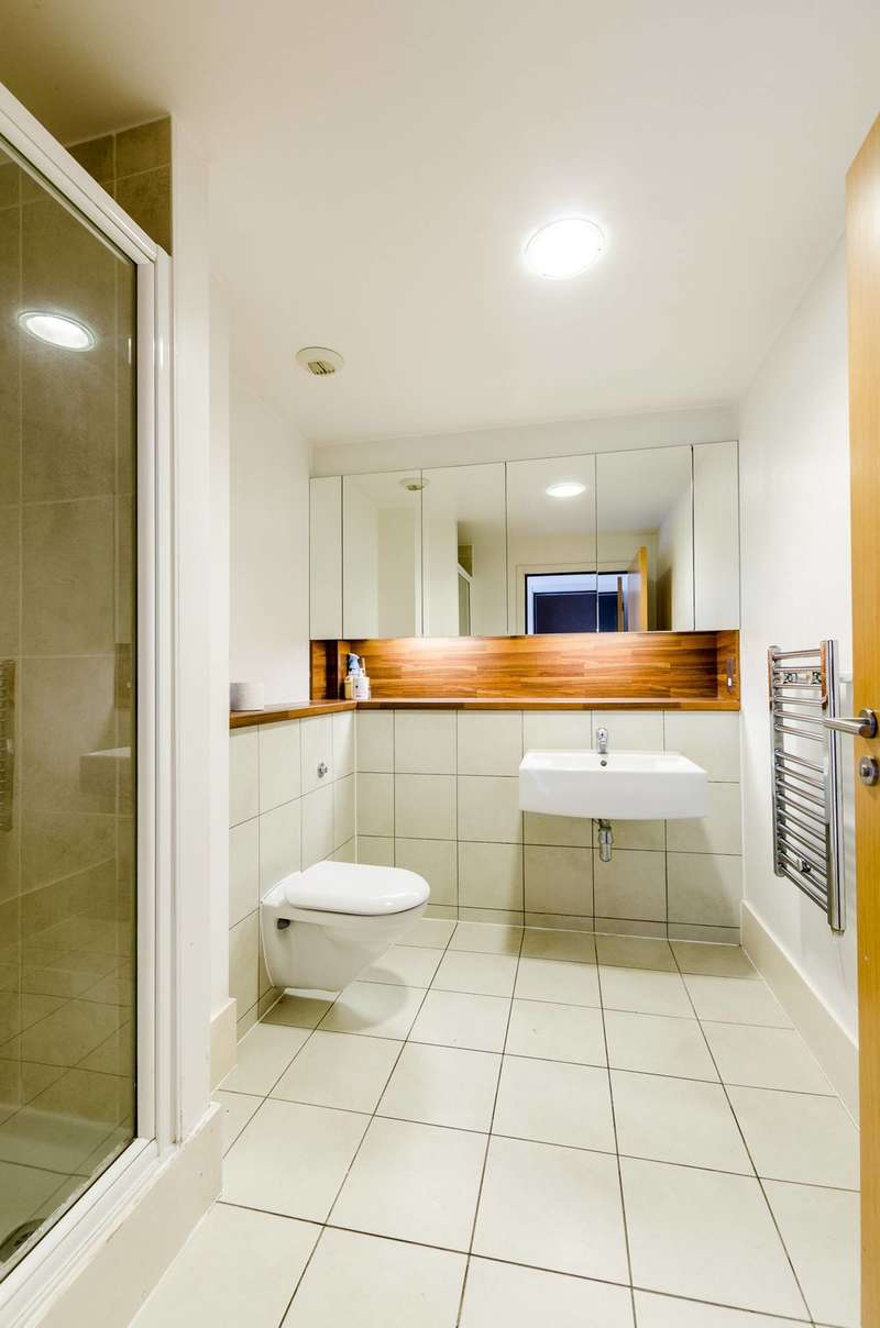 3 Bedrooms Flat for sale in Albert Basin Way, Royal Docks, E16