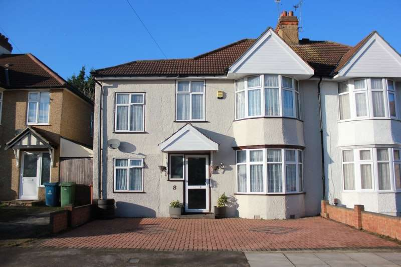 5 Bedrooms Semi Detached House for sale in Beechwood Gardens, Harrow, Middlesex, HA2