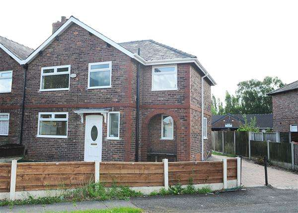 4 Bedrooms Semi Detached House for sale in 44 The Crescent, Irlam, M44 6ET