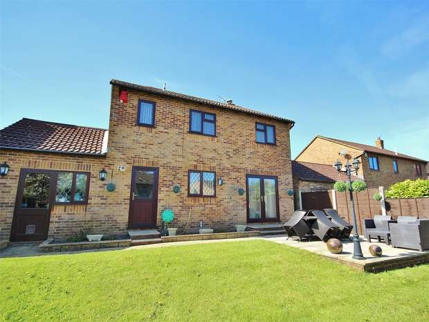 4 Bedrooms Detached House for sale in King Richard Drive, Bearwood, BOURNEMOUTH, Dorset