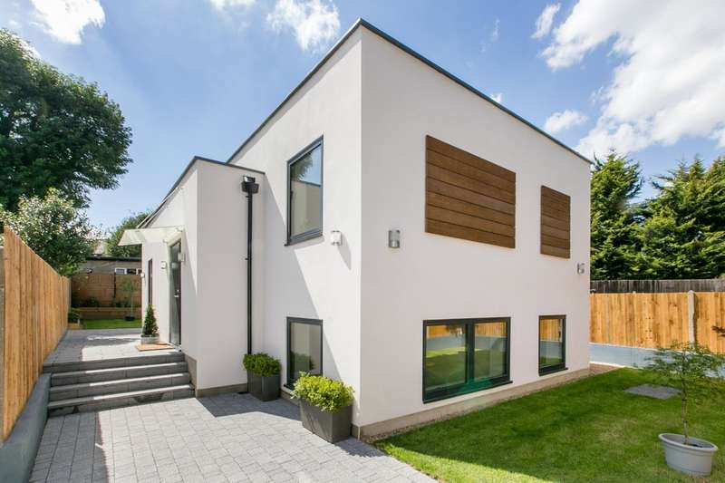3 Bedrooms Detached House for sale in St. Andrews Road, London