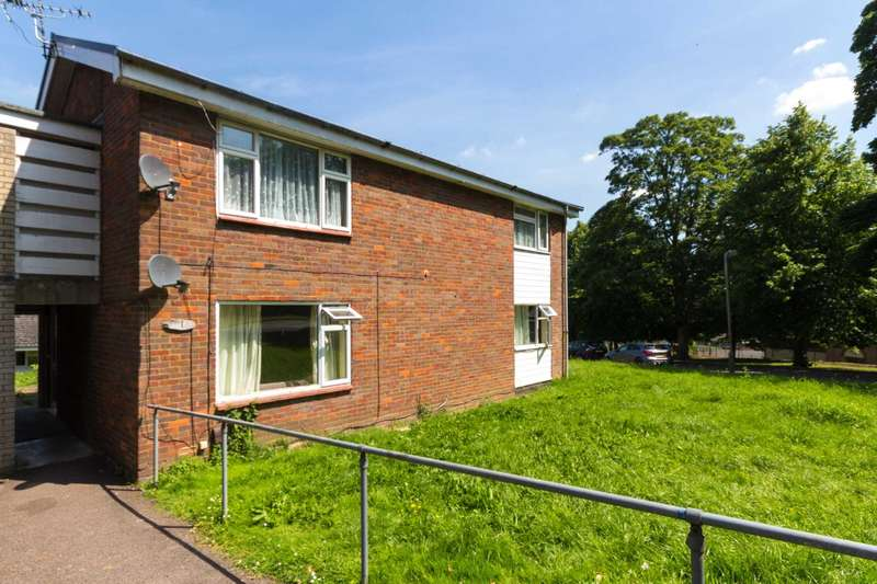 2 Bedrooms Flat for sale in Douglas Gardens, Berkhamsted