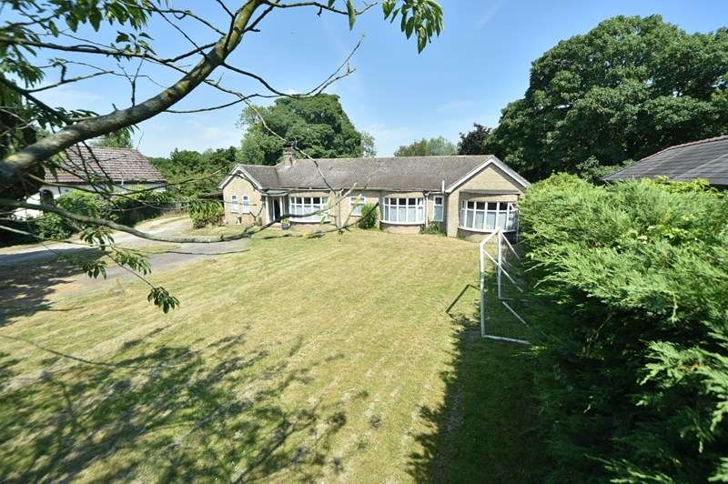 4 Bedrooms Detached Bungalow for sale in Worlington Road, Mildenhall, Bury St. Edmunds