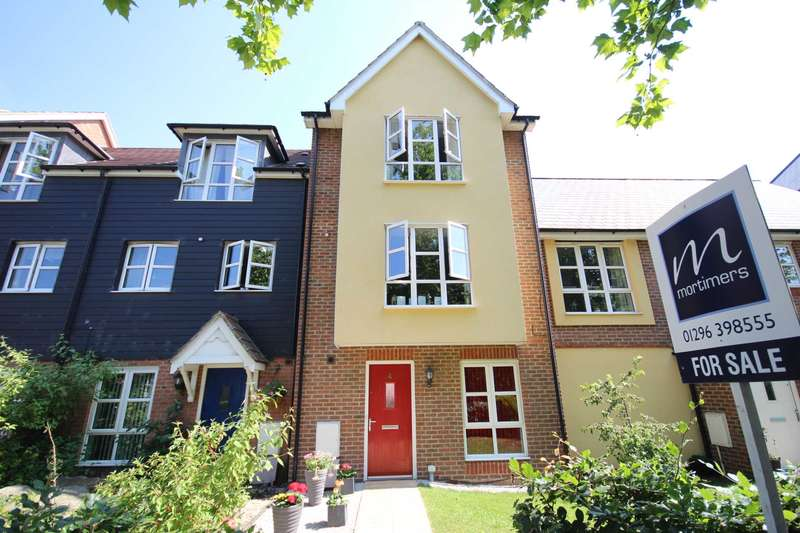 4 Bedrooms Town House for sale in Stadium Approach, Aylesbury