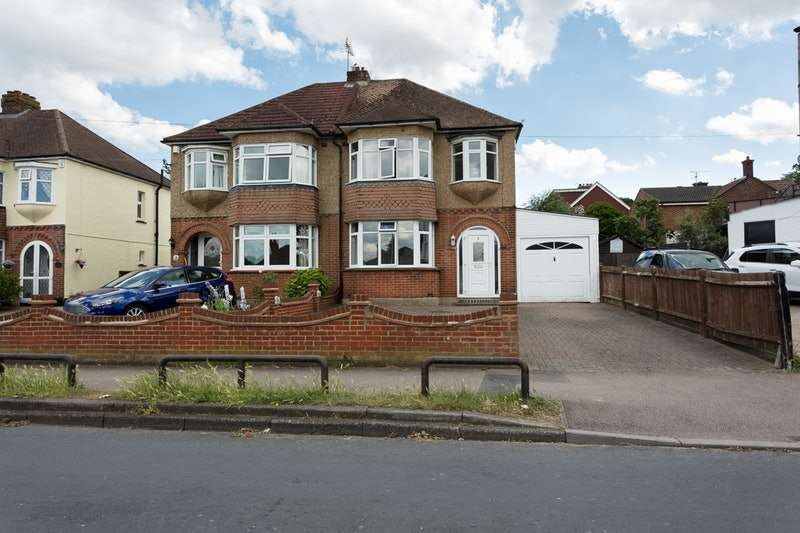 3 Bedrooms Semi Detached House for sale in Beatty Road, Rochester, Kent, ME1