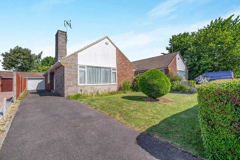 3 Bedrooms Detached Bungalow for sale in Madginford Close, Bearsted, Maidstone, ME15