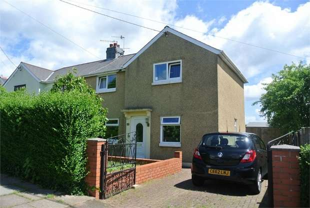 3 Bedrooms Semi Detached House for sale in The Avenue, Griffithstown, PONTYPOOL, Torfaen