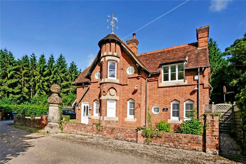 5 Bedrooms Detached House for sale in Harleyford Lane, Marlow, Buckinghamshire, SL7