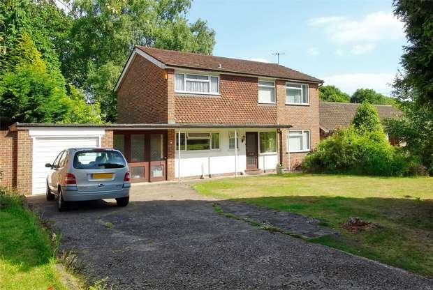 4 Bedrooms Detached House for sale in Hook Heath Borders, Woking, Surrey