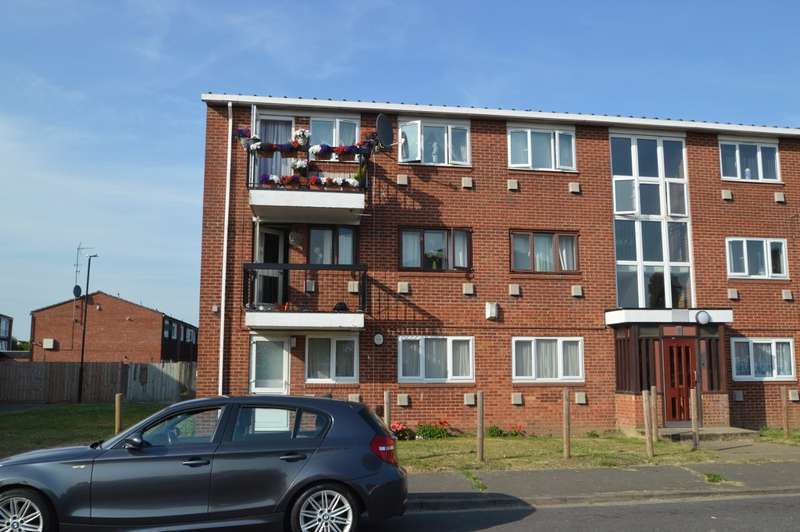 3 Bedrooms Flat for sale in Cheviot Road, Langley, SL3