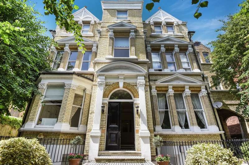 2 Bedrooms Flat for sale in Keswick Road, Putney, SW15