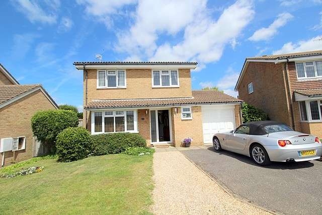 3 Bedrooms House for sale in Darwall Drive, BN25