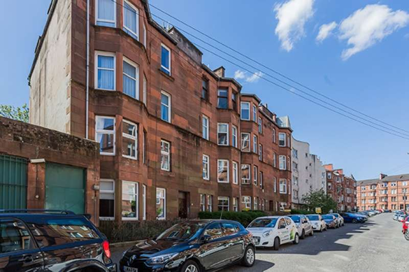 2 Bedrooms Flat for sale in Trefoil Avenue, Shawlands, Glasgow, G41 3PD
