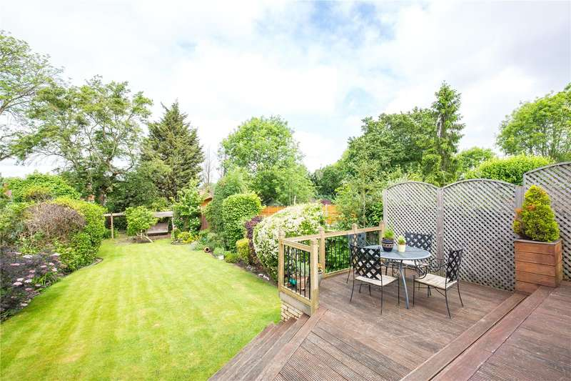 3 Bedrooms Semi Detached House for sale in Lyndhurst Gardens, Church End, London, N3