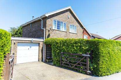 3 Bedrooms Detached House for sale in Sandringham Drive, Louth