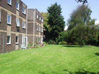 2 Bedrooms Flat for sale in 50 Rails Lane, Hayling Island, Hampshire