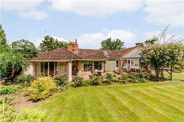 4 Bedrooms Detached Bungalow for sale in High View, Harp Hill, Charlton Kings, CHELTENHAM, Gloucestershire, GL52 6PR