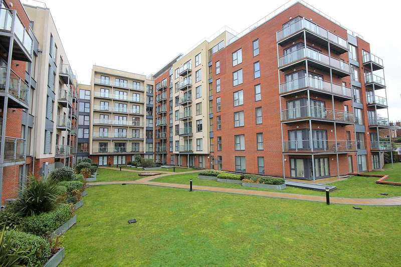 1 Bedroom Apartment Flat for sale in 1 BED APRARTMENT with OUTSTANDING VIEWS and PARKING. COMMUNAL ROOF TERRACE ON SAME LEVEL in Mosaic House,
