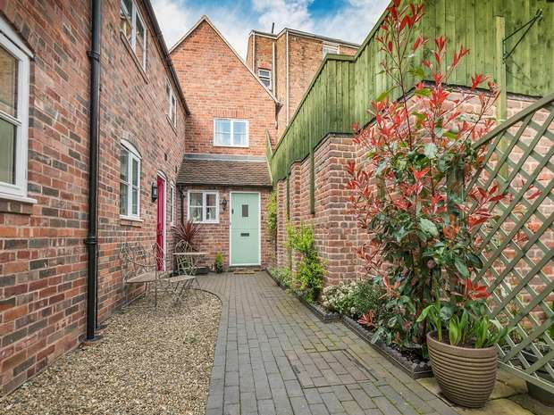 2 Bedrooms Cottage House for sale in Bank Street, BRIDGNORTH, Shropshire