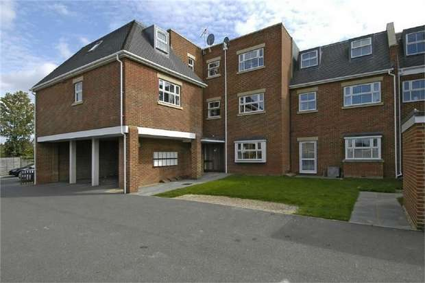 2 Bedrooms Flat for sale in 109 Terrace Road, WALTON-ON-THAMES, Surrey