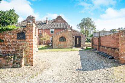 3 Bedrooms Semi Detached House for sale in Lowestoft, Suffolk, .