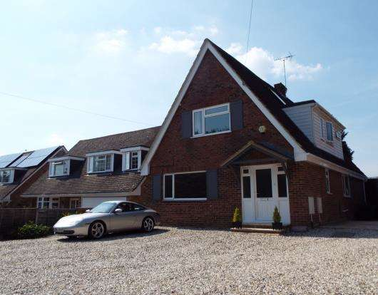 4 Bedrooms House for sale in Tadley, Hampshire
