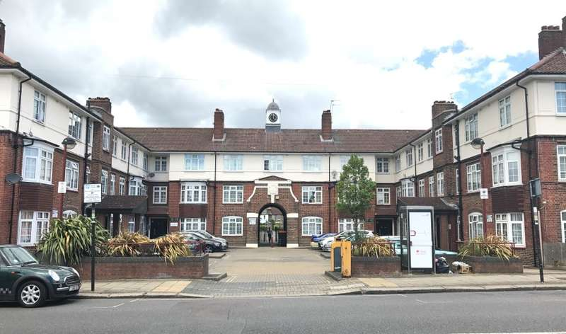 3 Bedrooms Apartment Flat for sale in Anderson House, Fountain Road, Tooting, London, SW17 0HL