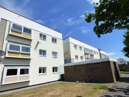 2 Bedrooms Flat for sale in Howe Road, Gosport, Hampshire