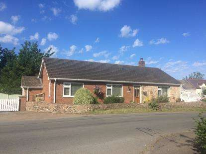 2 Bedrooms Bungalow for sale in Graigfechan, Ruthin, Denbighshire, LL15