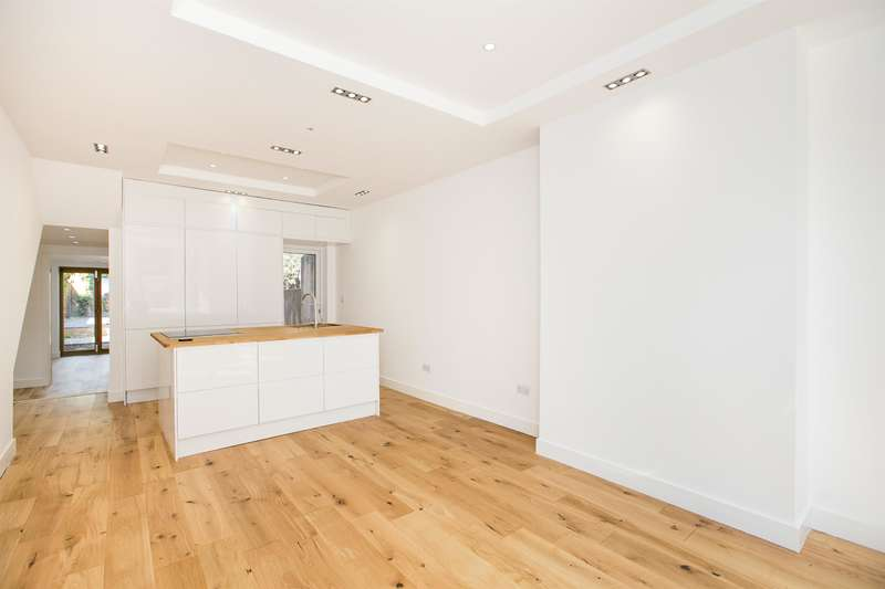 1 Bedroom Ground Flat for sale in Cambria Rd, SE5 9AE