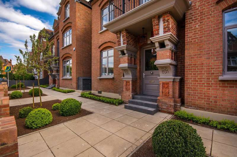 4 Bedrooms Flat for sale in Harold Road, Crystal Palace, SE19