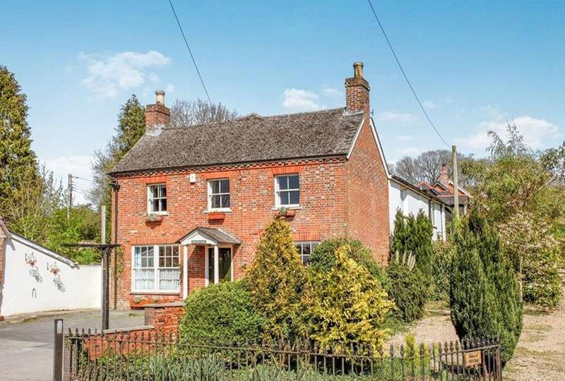 5 Bedrooms Detached House for sale in Warminster Road, Salisbury, Wiltshire, SP2