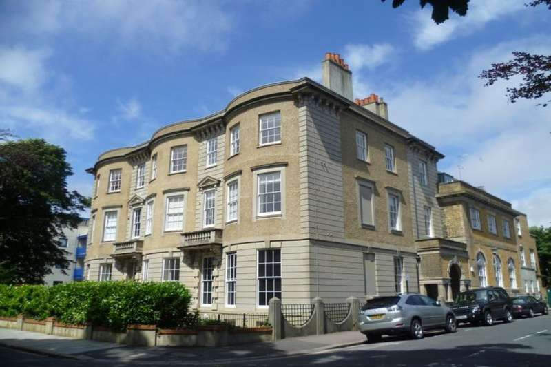 2 Bedrooms Flat for rent in Temple Heights Windlesham Road, Brighton, BN1