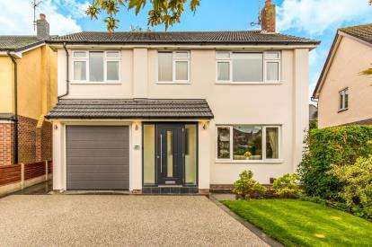 4 Bedrooms Detached House for sale in Vaudrey Drive, Cheadle Hulme, Cheadle, Greater Manchester