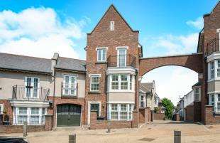 3 Bedrooms End Of Terrace House for sale in Lucas Crescent, Greenhithe, Kent, Uk