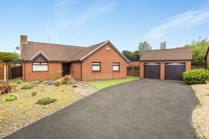 3 Bedrooms Bungalow for sale in Barnfield Close, Thornton-Cleveleys, Lancashire, ., FY5