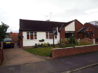 2 Bedrooms Bungalow for sale in Cedar Avenue, Sutton Weaver, Runcorn, Cheshire, WA7